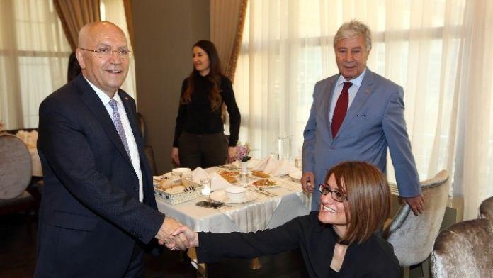 Başkan Yaşar Avukatlar Günü'nü Kutladı