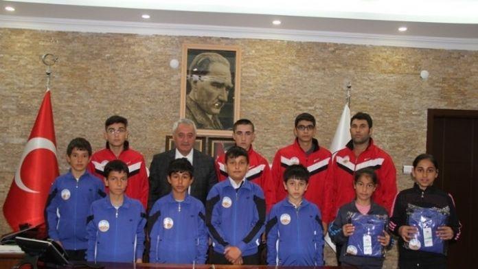 İncesu Belediyesi Spor Yapan Gençlere Destek Vermeye Devam Ediyor