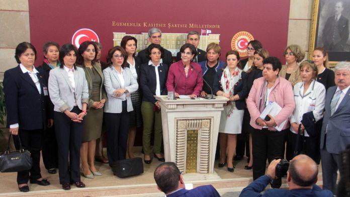 CHP'li kadın vekillerden Kılıçdaroğlu'na tam kadro destek