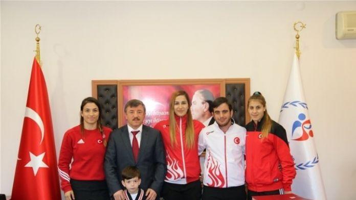 Altınova Tersaneler Spor Kulübü'nün 6 Bayan Güreşçisi Olimpiyat Kampına Davet Edildi