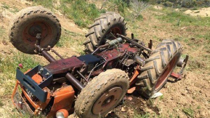 Devrilen traktörünün altında can verdi