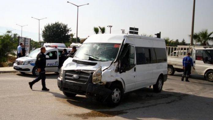 Çevik Kuvvet minibüsü kaza yaptı: 7 polis yaralandı