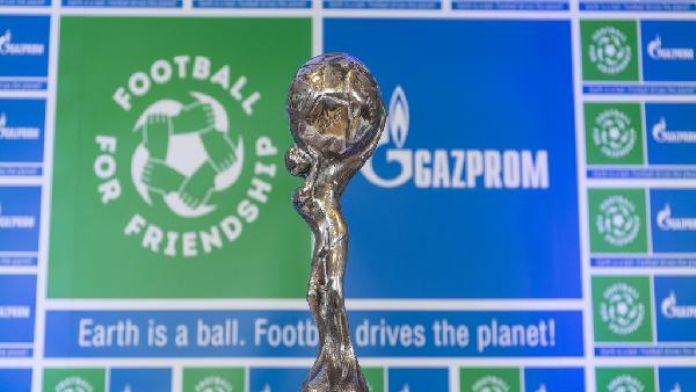 'Dostluk İçin Futbol' programının özel ödülü için oylama başladı