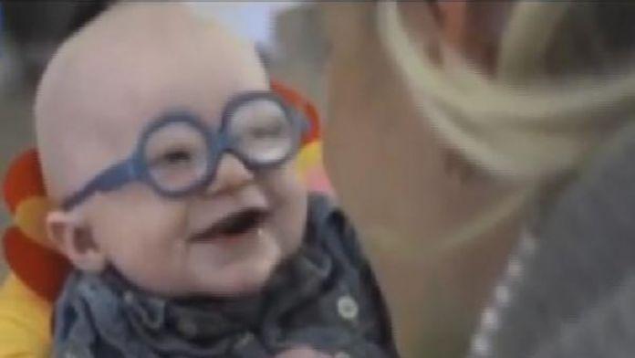 Annesini ilk kez gören bebeğin mutluluğu böyle görüntülendi / FOTOĞRAF