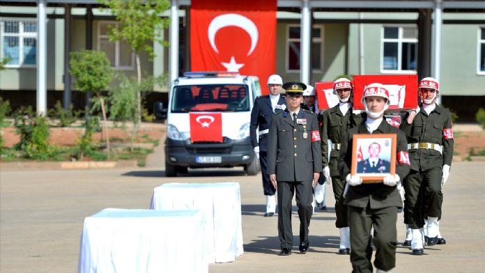 Mardin'de şehitler için tören düzenlendi.