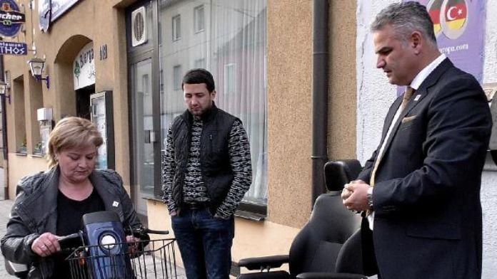 Engelli Azerbaycanlı çifti sevindirdiler