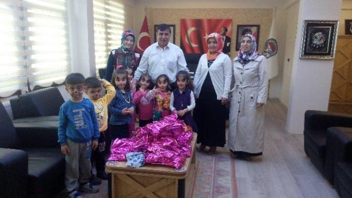 Emetli Öğrenciler Oyuncakları Suriyeli Kardeşlerine Gönderdi