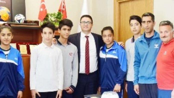 Gaziantep Hentbol Erkek Ve Bayan Takımı Analig Finaline Adını Yazdırdı