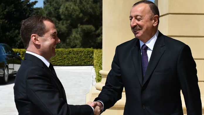 Aliyev, Rusya Başbakanı Medvedev'i kabul etti