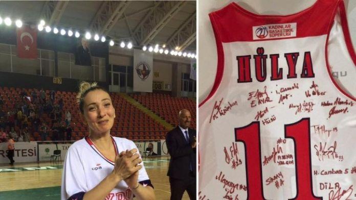 Hülya Özkan, Yakın Doğu Üniversitesi'ne Veda Etti