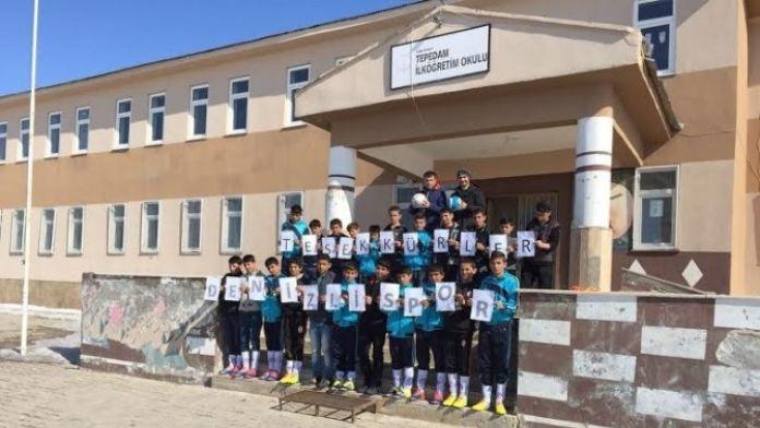 Denizlispor'dan Tepedam İlköğretim Okulu'na Spor Malzemesi