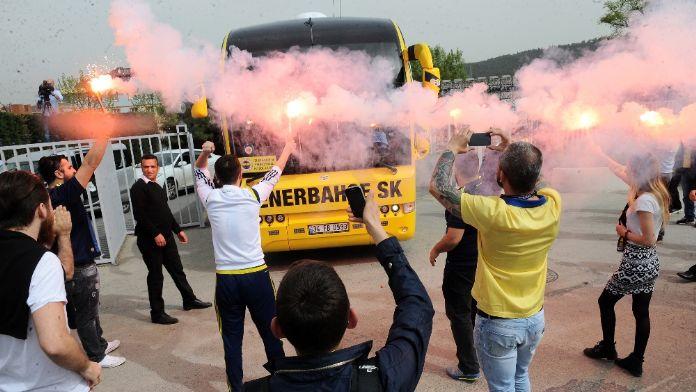 Taraftardan Fenerbahçe'ye coşkulu uğurlama
