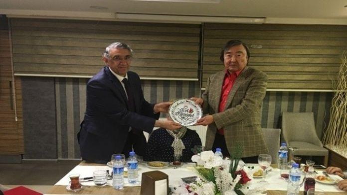 Kazak Diplomat Süleymanov'dan Güneş Vakfına Ziyaret