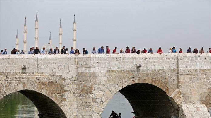 Adana'da nehre atlayan genç kız kurtarıldı