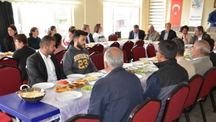 CHP Arguvan İlçe Örgütü Kahvaltıda Bir Araya Geldi