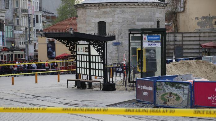 Taksim'de şüpheli çanta fünyeyle patlatıldı