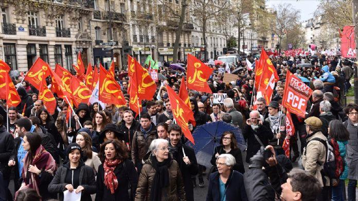 Fransa'da çalışma yasası tasarısı ülke genelinde protesto edil