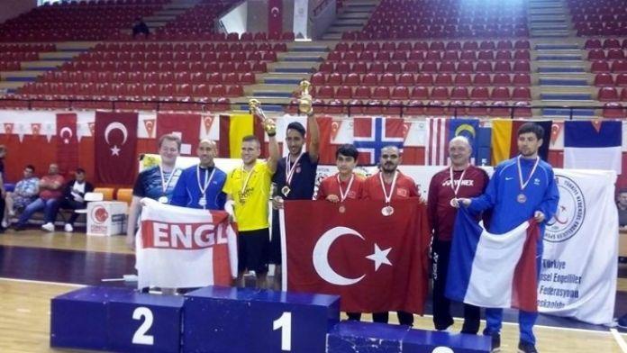 Bedensel Engelli Badmintoncudan Büyük Başarı