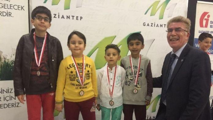 GKV'li Satrancılar Ödüle Doymuyor