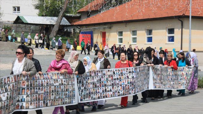 Bosna Hersek'te 'Srebrenitsa' yürüyüşü