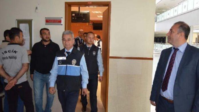 Zabıtanın fotoğrafını 'Avanta yerken' diye sosyal medyada paylaşıma 1 yıl 2 ay hapis cezası