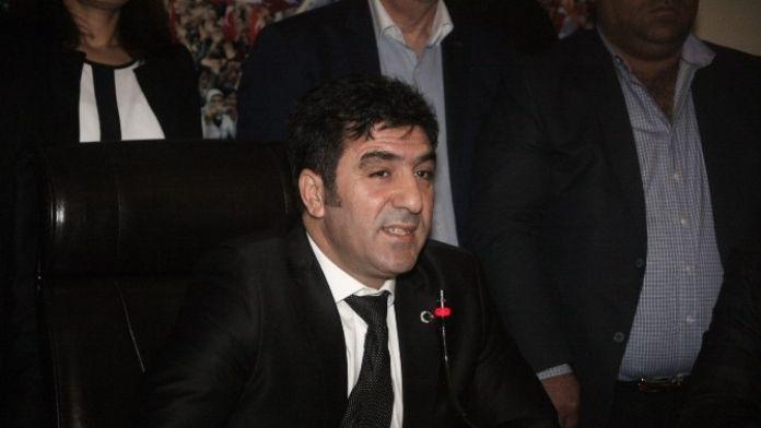 AK Parti Seyhan İlçe Başkanı Yeşiltaş: 'Denetim Raporlarına Göre Seyhan Belediyesi Zarara Uğratılıyor'