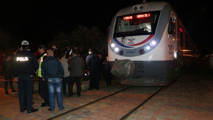 Motosikletle trenin altına girdiler! 2 ölü!