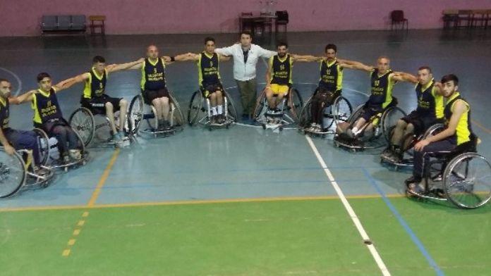 Hakkari'de 'Kültür, Sanat Ve Spor Merkezimle Varım' Projesi