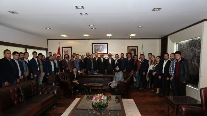 AK Partili Gençlerden Başkan Zolan'a Ziyaret