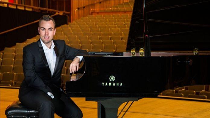 Piyanist Nicholas McCarthy, İstanbul'da konser verecek