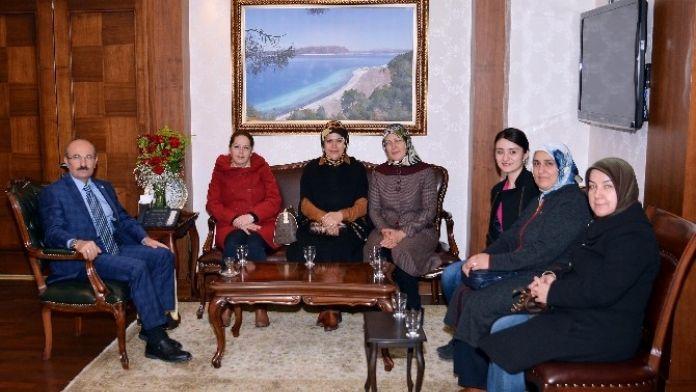 AK Kadınlar'dan Vali Kürklü'ye Ziyaret