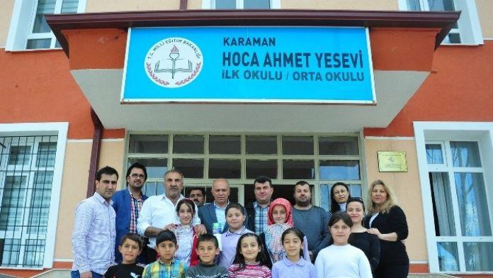 Başkan Çalışkan, Öğrencilere Badminton Seti Hediye Etti