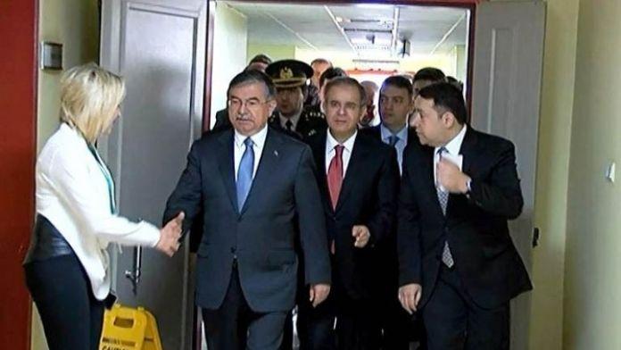 Milli Savunma Bakanı İsmet Yılmaz Kilis'te Yaralıları Ziyaret Etti