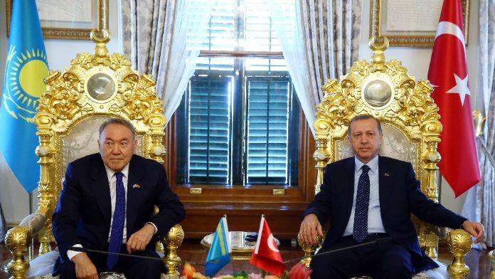 Erdoğan Kazak mevkidaşıyla görüştü