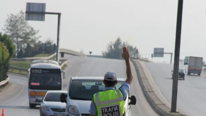 1 Ayda Bin 328 Araç Trafikten Men Edildi