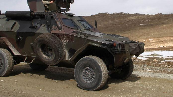 Nusaybin'de zırhlı araca saldırı: 4 asker yaralandı