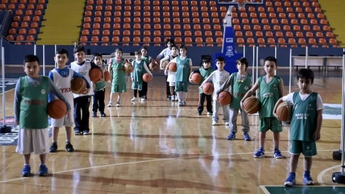 Mamak'ın Minik Sultanları Play-off'u Garantiledi