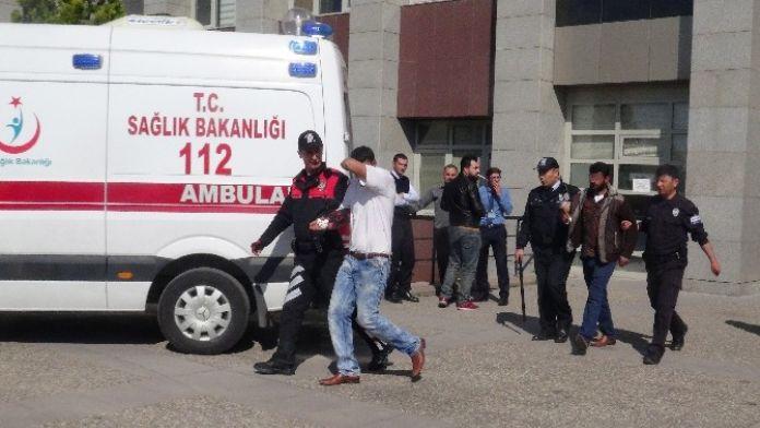 Aksaray Adliyesinde Kavga Cıktı: 2 Yaralı