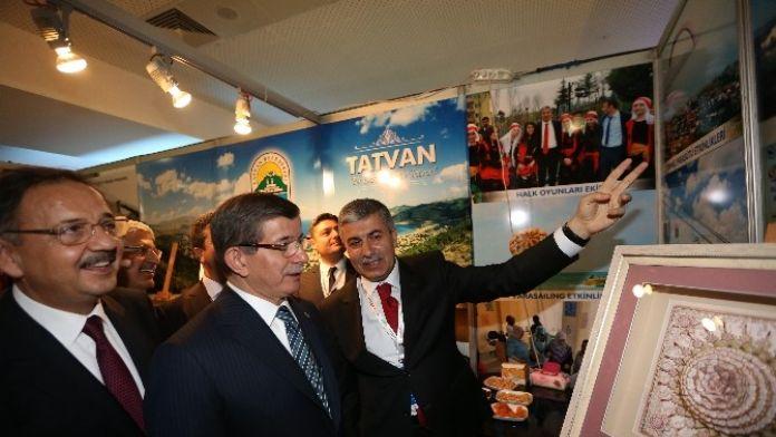 Başbakan Davutoğlu'ndan Tatvan Belediyesi'ne Ödülü
