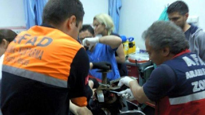 Çapa makinesine ayağını kaptıran çiftçi yaralandı