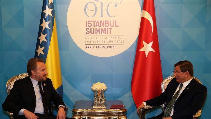 Davutoğlu İzzetbegovic'le görüştü