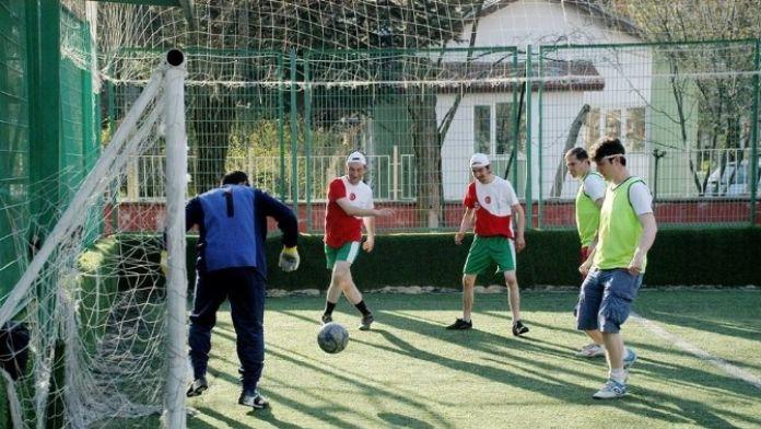 Kurumlararası Futbol Turnuvasının Startını Engelli Gençler Verdi