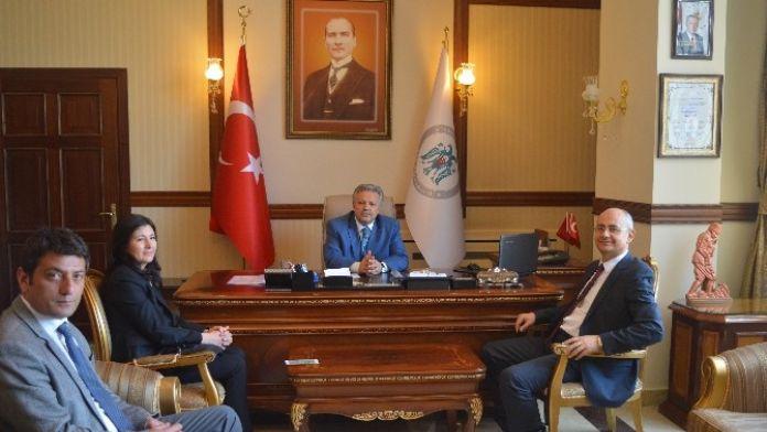TÜİK Bölge Müdürü Gür, Erzincan Valisi Kahraman'ı Ziyaret Etti
