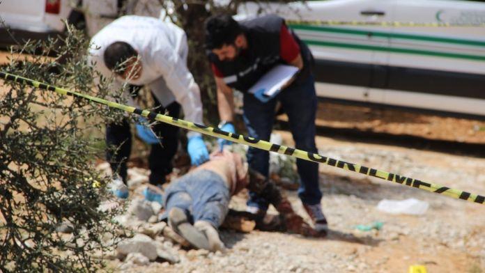 Belediyenin temizlik ekipleri erkek cesedi buldu !
