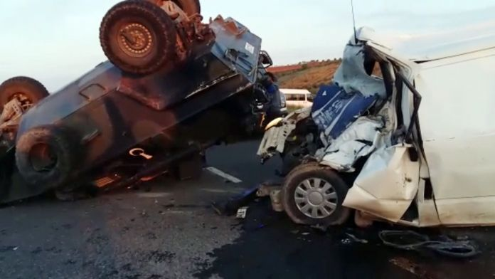 Hırsızların minibüsü askeri araca çarptı: 1 ölü, 1 yaralı