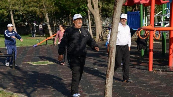 Parklarda Sabah Sporu Başladı
