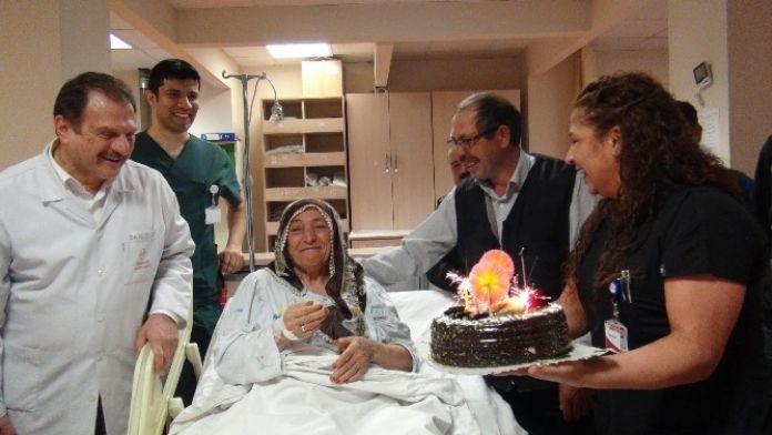 İlk Doğum Gününü Hastanede Kutladı