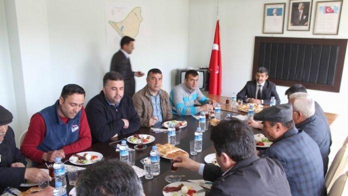 Gemerek Belediye Başkanı Demir, Muhtarlarla Kahvaltıda Buluştu