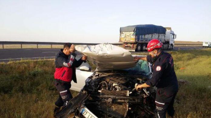 Birecik'te iki otomobil kafa kafaya çarpıştı; 7 yaralı