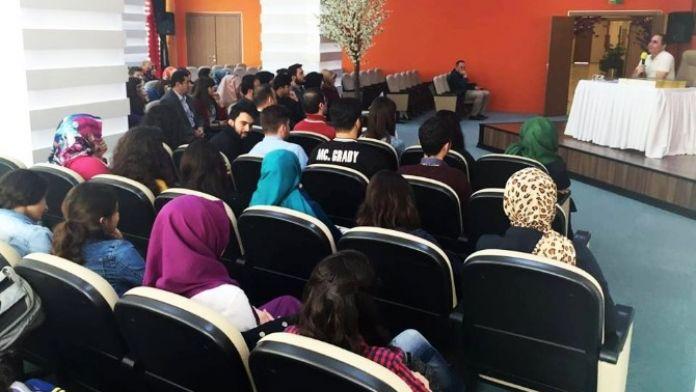 Gazeteci-yazar Altun, Darıcalı Öğrencilerle Buluştu